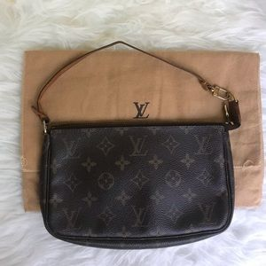 Authentic Louis Vuitton Pochette Monogram